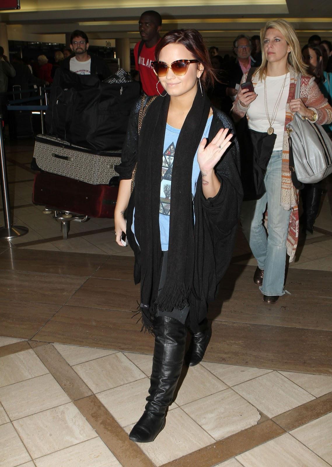 http://2.bp.blogspot.com/-V6bqquDlUNA/Tv8SE4NWgrI/AAAAAAAAQtE/WDxyA8zeR1o/s1600/CU-Demi+Lovato+arrives+at+LAX-09.JPG