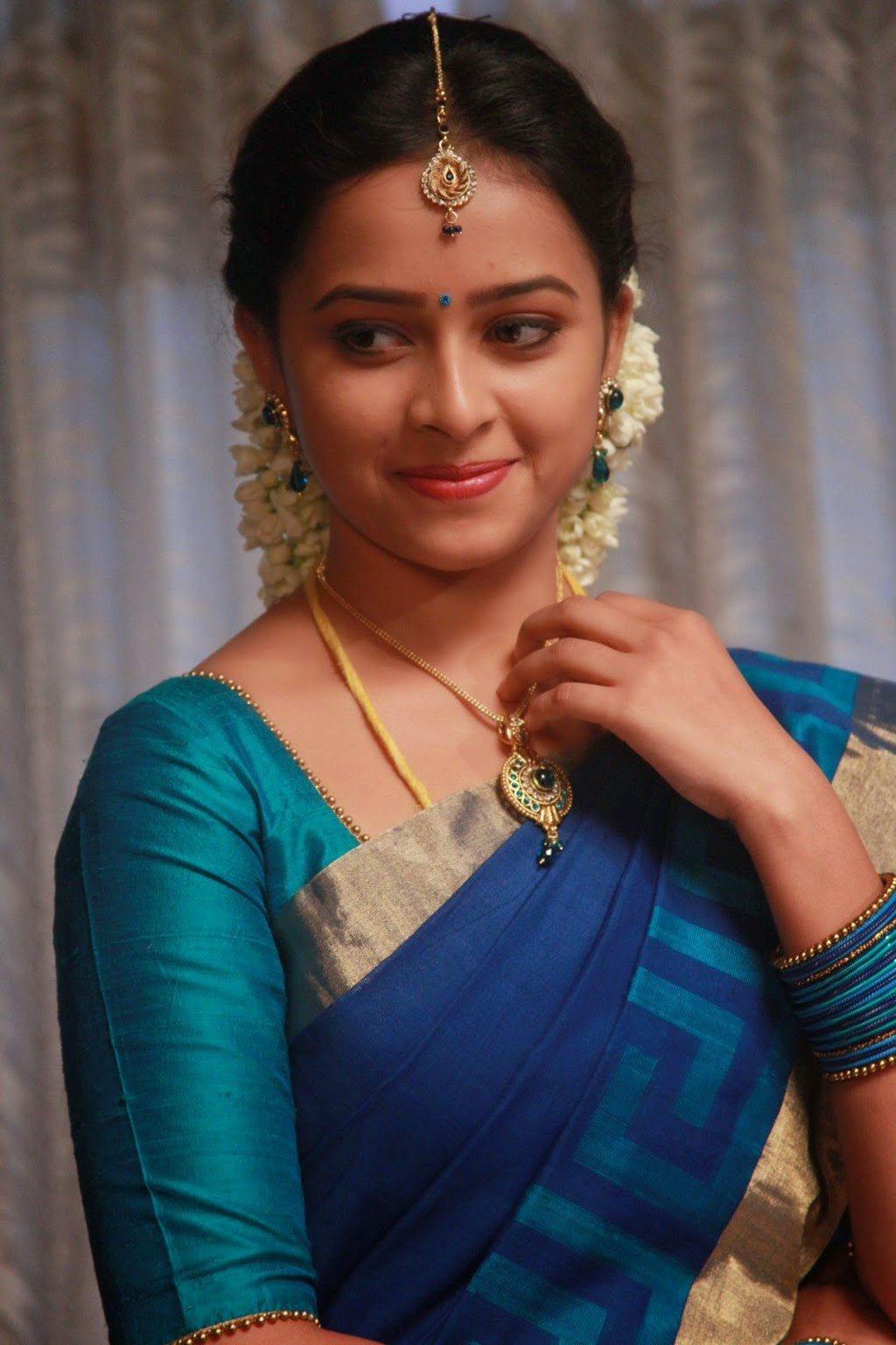 Sri Divya latest glamorous photos-HQ-Photo-13