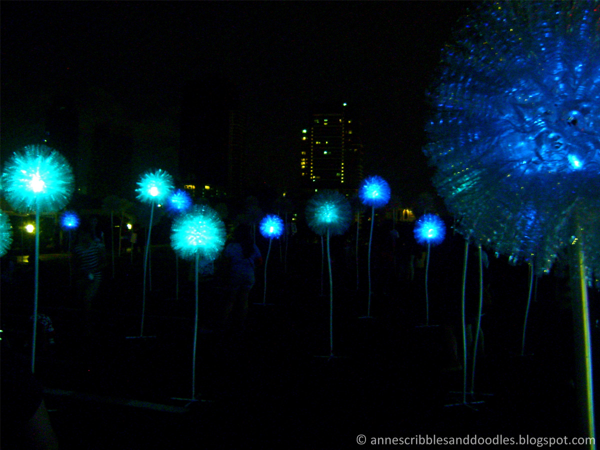 SM Aura Premier Giant Dandelions