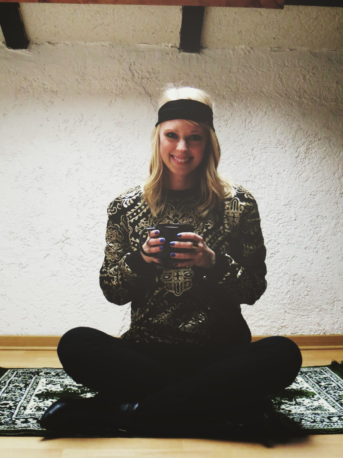 ChicWish Baroque sequins sweater, Charlotte Russe boots, Indigo Bananas cobalt nail polish, style blogger, outfit ideas, hippie chic, bohemian