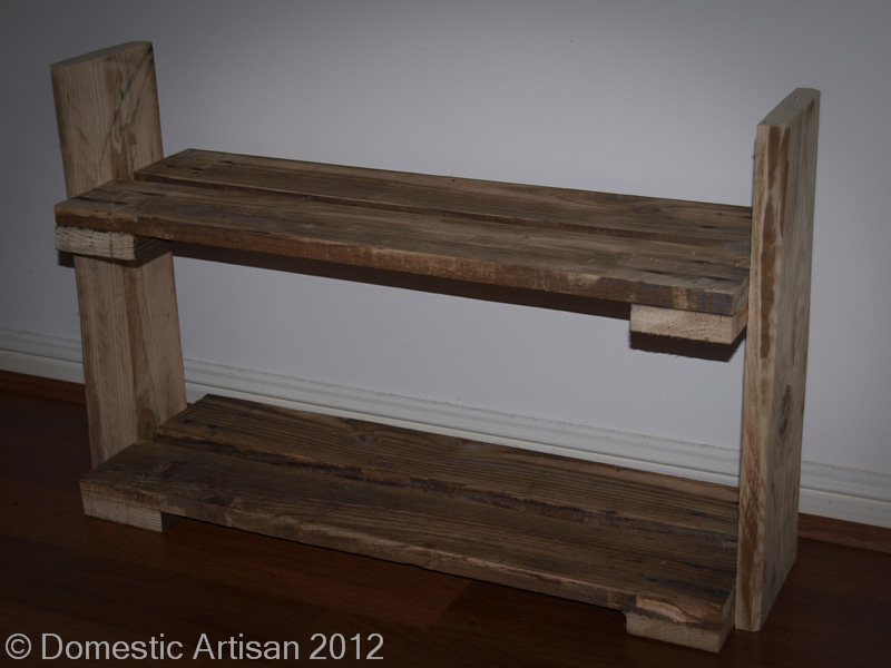Pallets shoes zapatera pallets on pinterest pallet shoe for Shoe rack made from pallets