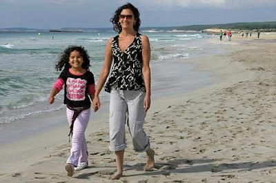 Caitlin Davies si Ruby, fiica sa