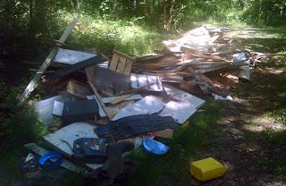 dépôt sauvage de déchets à Fontainebleau