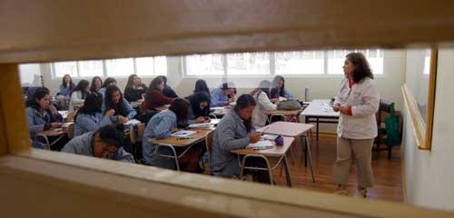 Abrumar a los niños con notas y evaluaciones no sería la mejor técnica educativa según experto