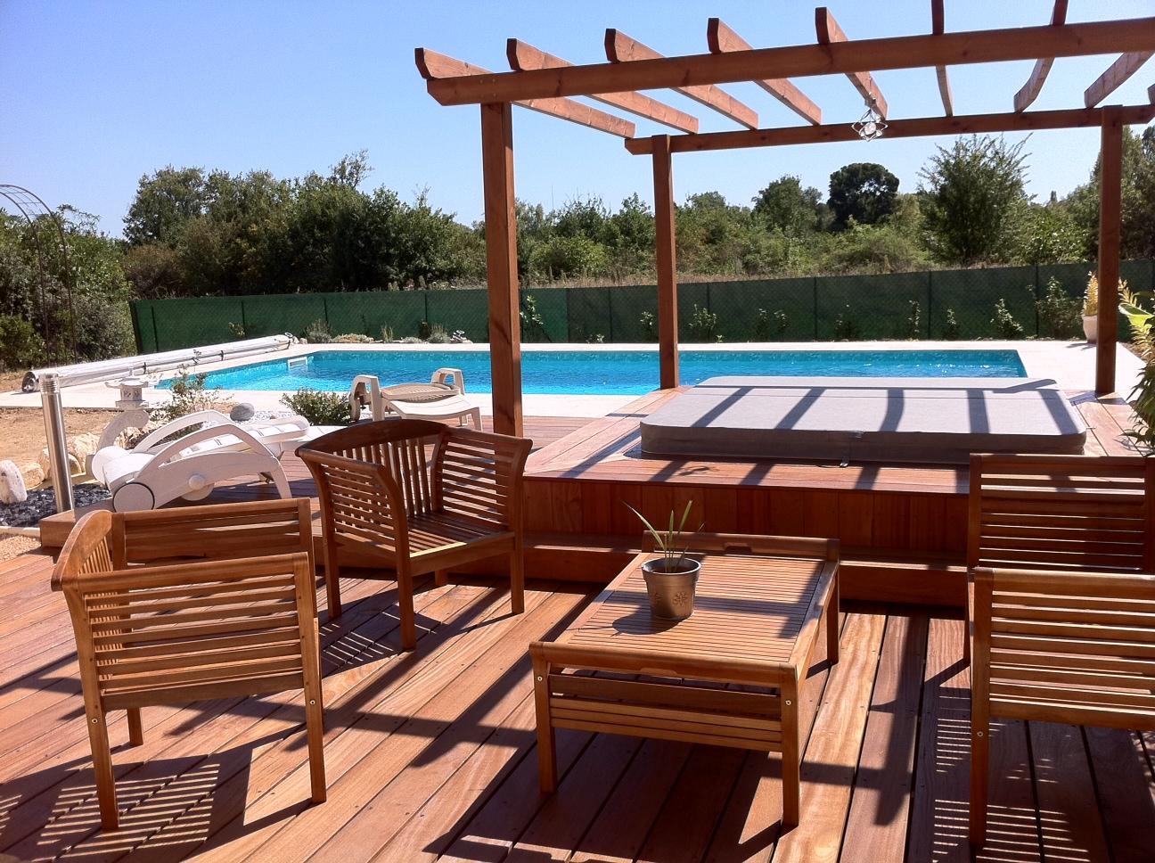 Jardins secrets terrasses bois for Piscine en bois avec escalier