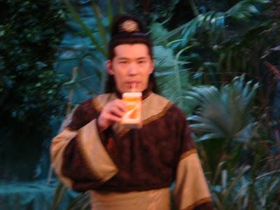 Wow! Lưu Bá Ôn đang uống Yamost đây mà.