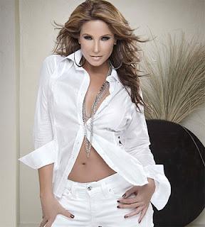 ... na Tv Azteca, a atriz Lorena Rojas prepara sua voltaàs novelas