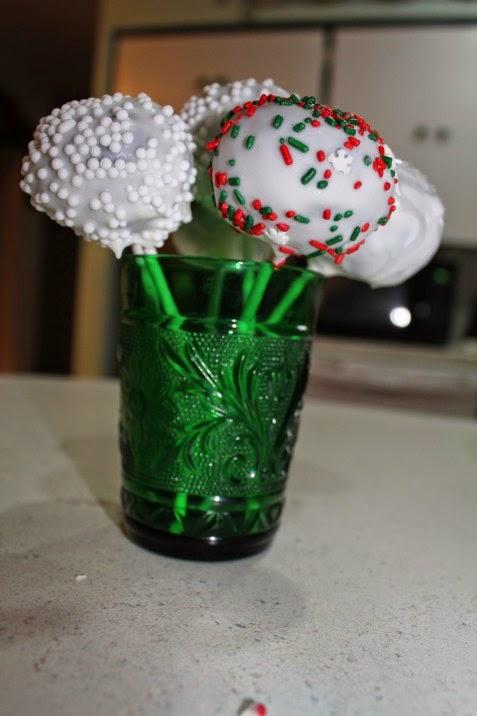 http://savvyentertaining.com/2011/12/09/holiday-cake-balls/