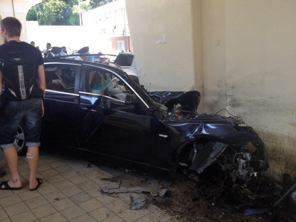 Bmw 530i Splits Open Like A Tin Can In Horrific Accident