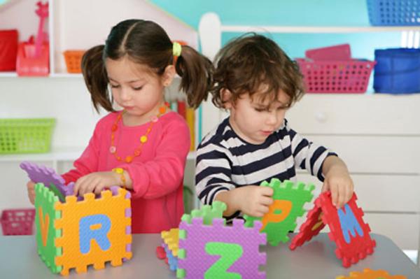 Ni os jugando en el preescolar imagui for Grado medio jardin de infancia