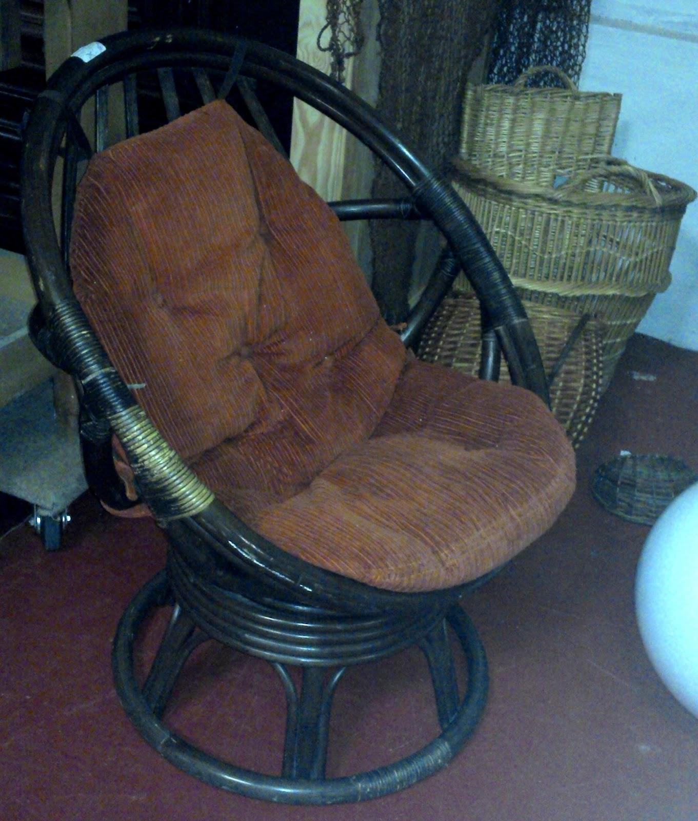 paire fauteuils uf rotins. Black Bedroom Furniture Sets. Home Design Ideas