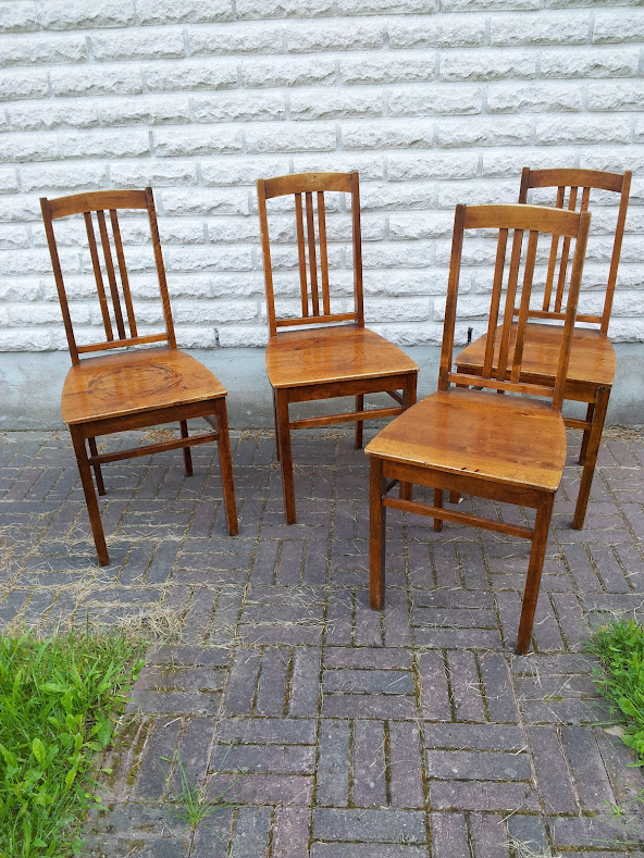 Mummula mutkan takana Keittiön uudet tuolit