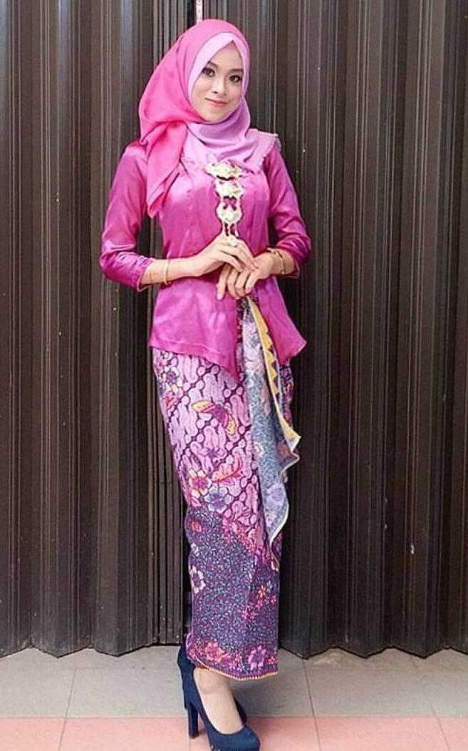 30+ model kebaya wisuda hijab modern cantik favorit mahasiswi