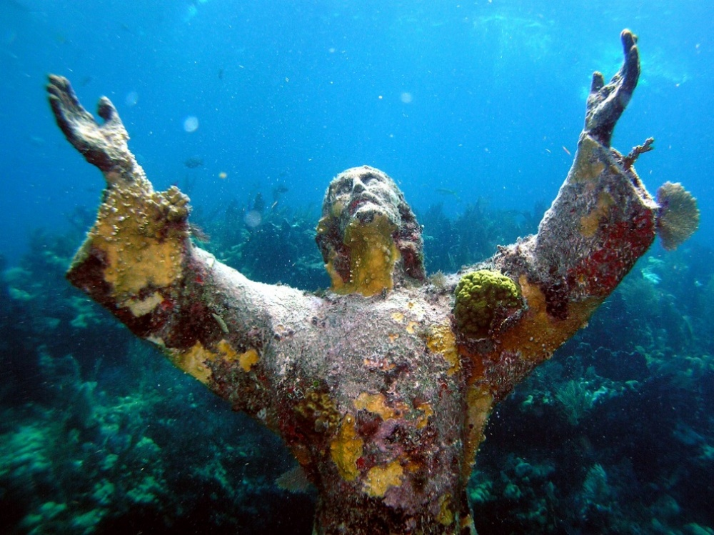The 100 best photographs ever taken without photoshop - A Statue of Christ covered with corals at the bottom of the Atlantic near Key Largo island, USA