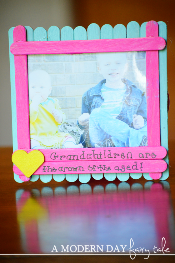 Easy diy grandparents day popsicle stick photo frame a for Easy photo frame craft