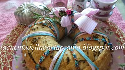 ghirlanda di pane farcito alle zucchine con prosciutto cotto e formaggio