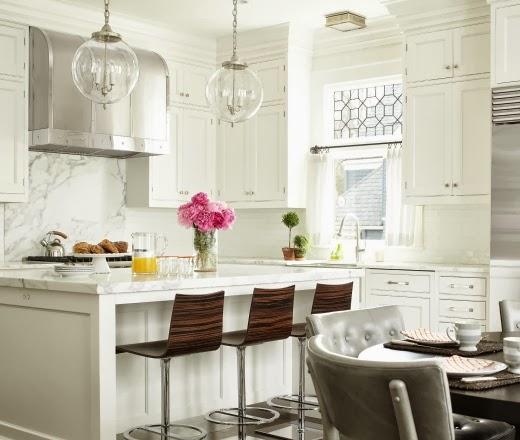 Buc t rie contemporan amenajat n alb jurnal de design for Al zubair furnishing interior decoration llc