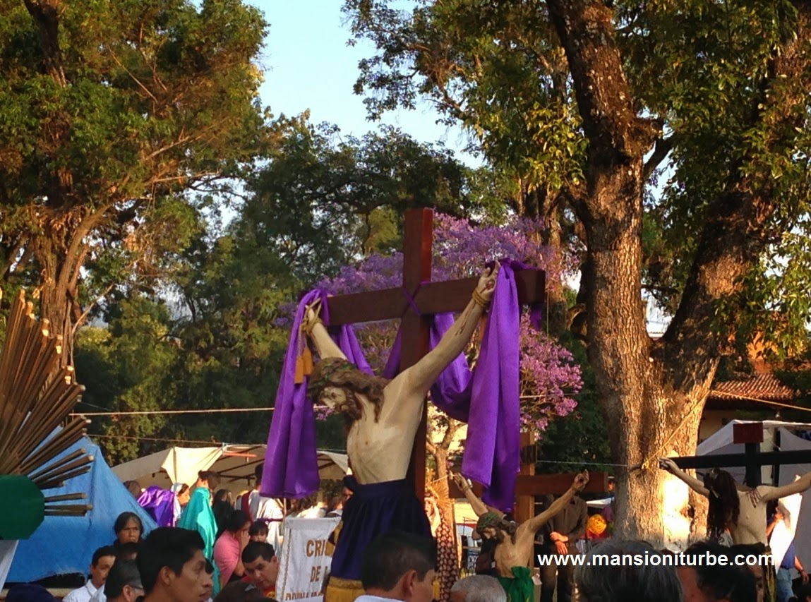 Procesión de los Cristos en Pátzcuaro durante la Semana Santa