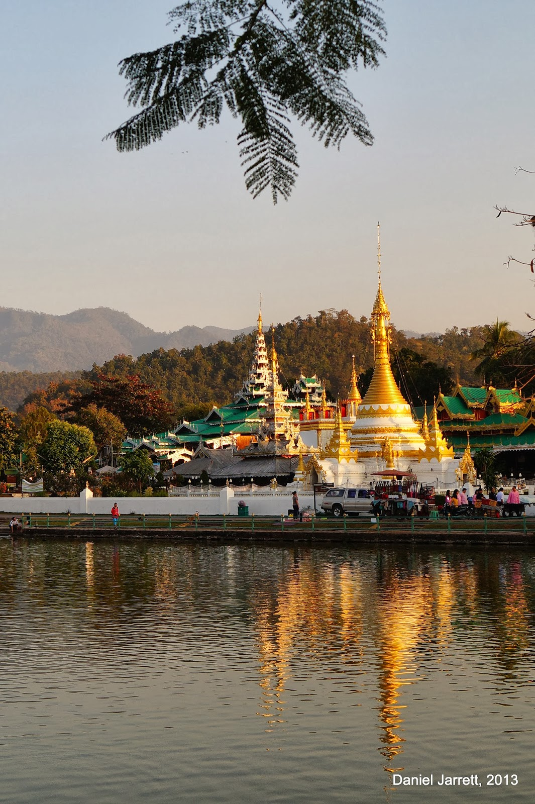 Mae Hong Son Lake Views Wat Chong Kham