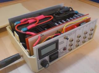 Carregador de baterias com célula fotoelétrica