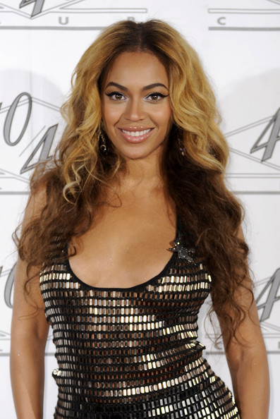 Xo Hairstyle : ... Hairstyle Ideas: Beyonce Knowles long curly two toned blonde hairstyle