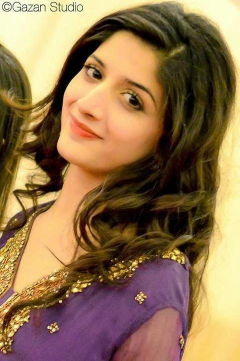 Pakistani Actress Mawra Hocane Engaged !