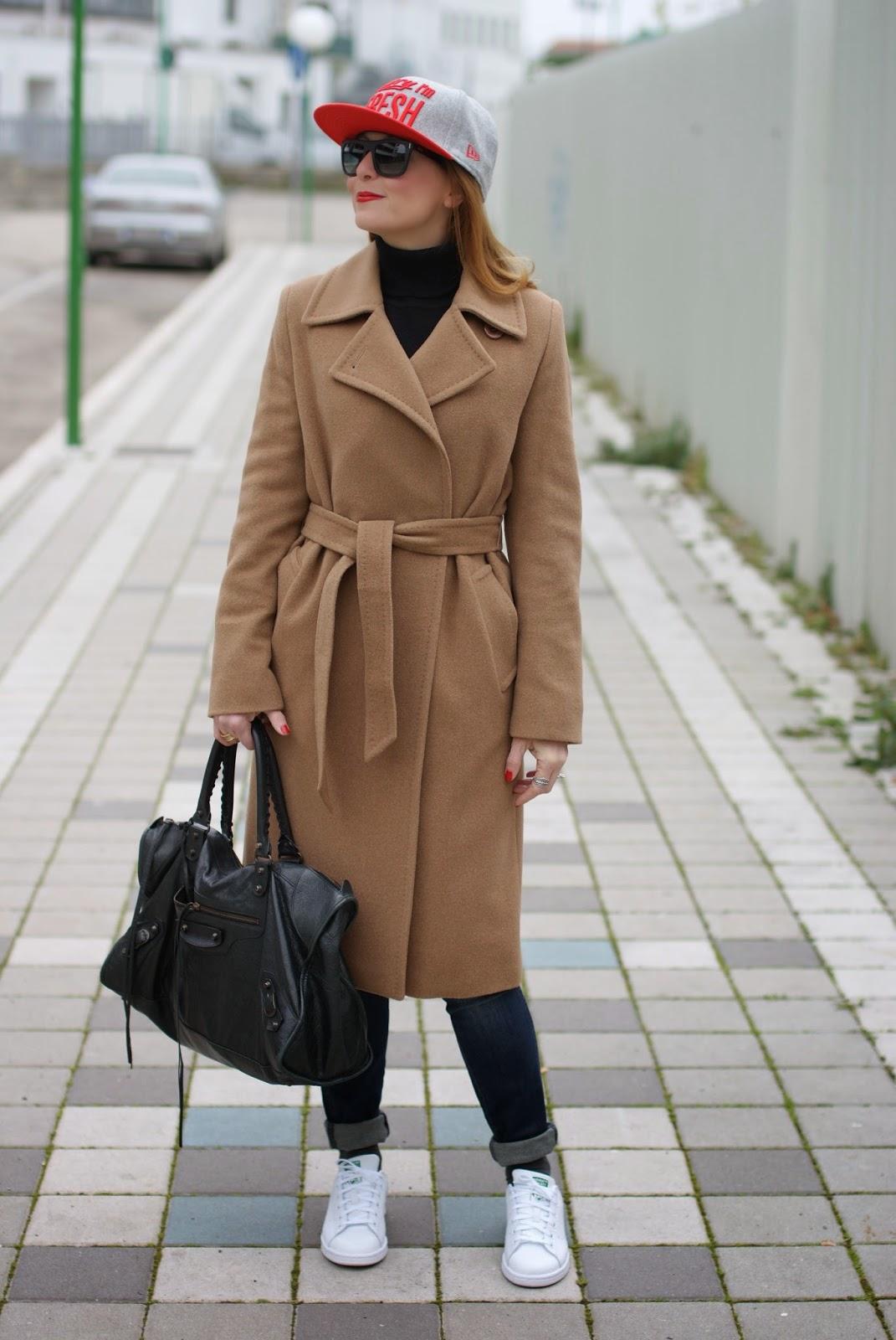 Max Mara camel coat worn with Adidas Stan Smith and Balenciaga Work bag on Fashion and Cookies fashion blog, fashion blogger italiana