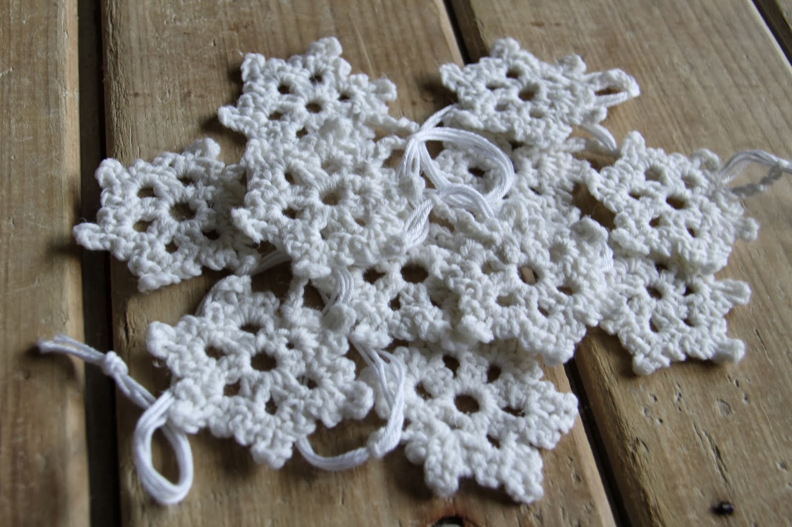 Crochet Snowflake Patterns Free Easy : Crochet Brio: Crochet Snowflakes Garland