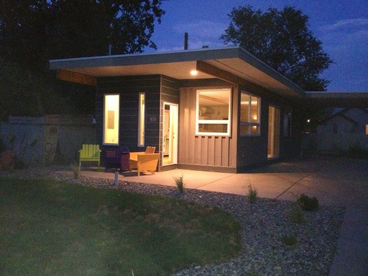 10-Jeff-White-The-Sarah-House-Recycled-Affordable-Architecture-Shipping-Containers-www-designstack-co