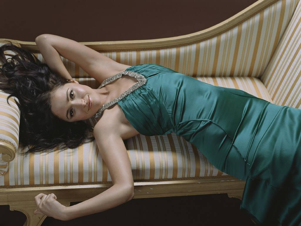 http://2.bp.blogspot.com/-VA8lTk3IB38/UJofOD2ns9I/AAAAAAAABPE/2uIJ07qtTuE/s1600/Rose+Byrne+hot+wallpaper2012+01.JPG