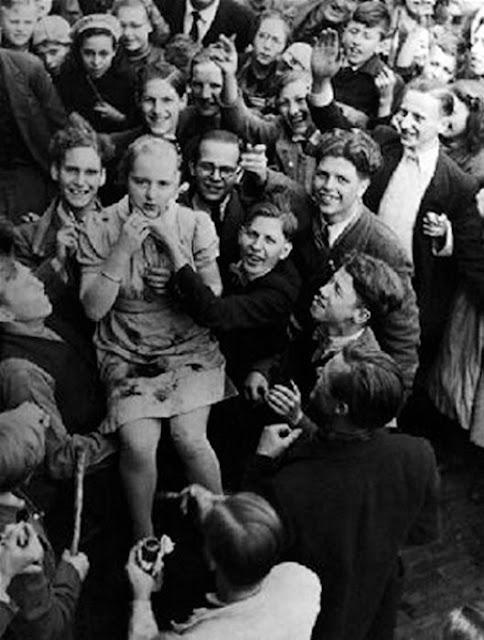 Старые фотографии: Женщины, обвиненные в сотрудничестве с фашистской Германией