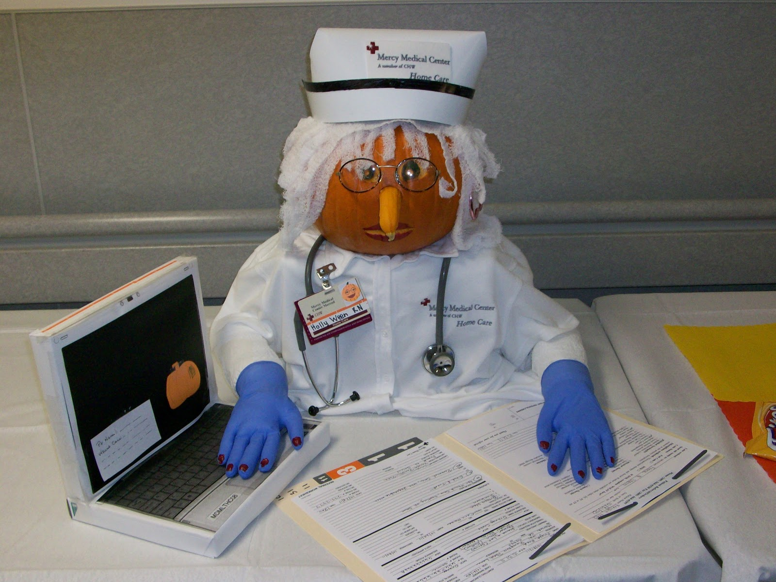 Tyra Blog Cabin: Hospital Pumpkin Contest