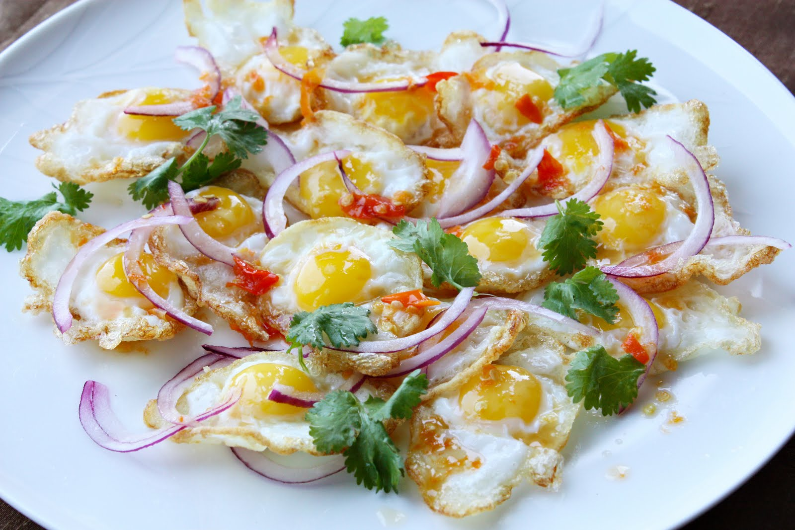 Tasty Thai Food Recipes: Easy egg salad: Spicy fried egg salad