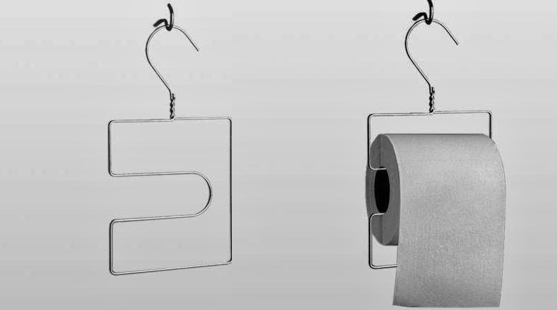 Regardez cet accroche rouleau de papier toilette! Je dois dire que c'est vraiment pratique, en plus on peut mettre plusieurs rouleaux dessus.