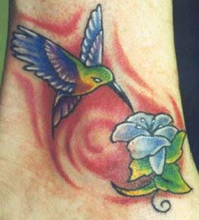 Tatuagem de Beija-Flor no Pulso