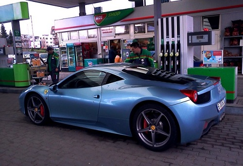 Blue Ferrari 458 Italia spotted in Romania