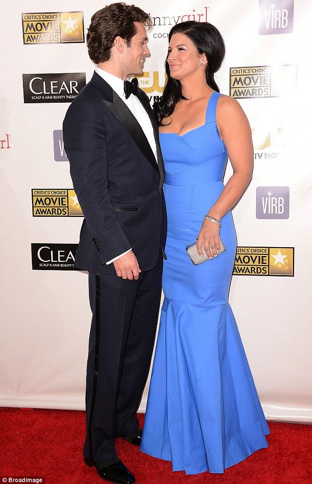 Henry Cavill y Amy Adams juntos en los Critics Choise ...