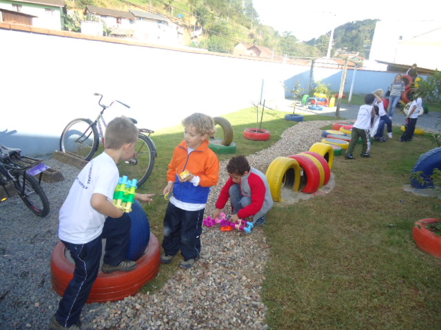 Fabuloso Escola Sustentável: Parque de pneus AQ21