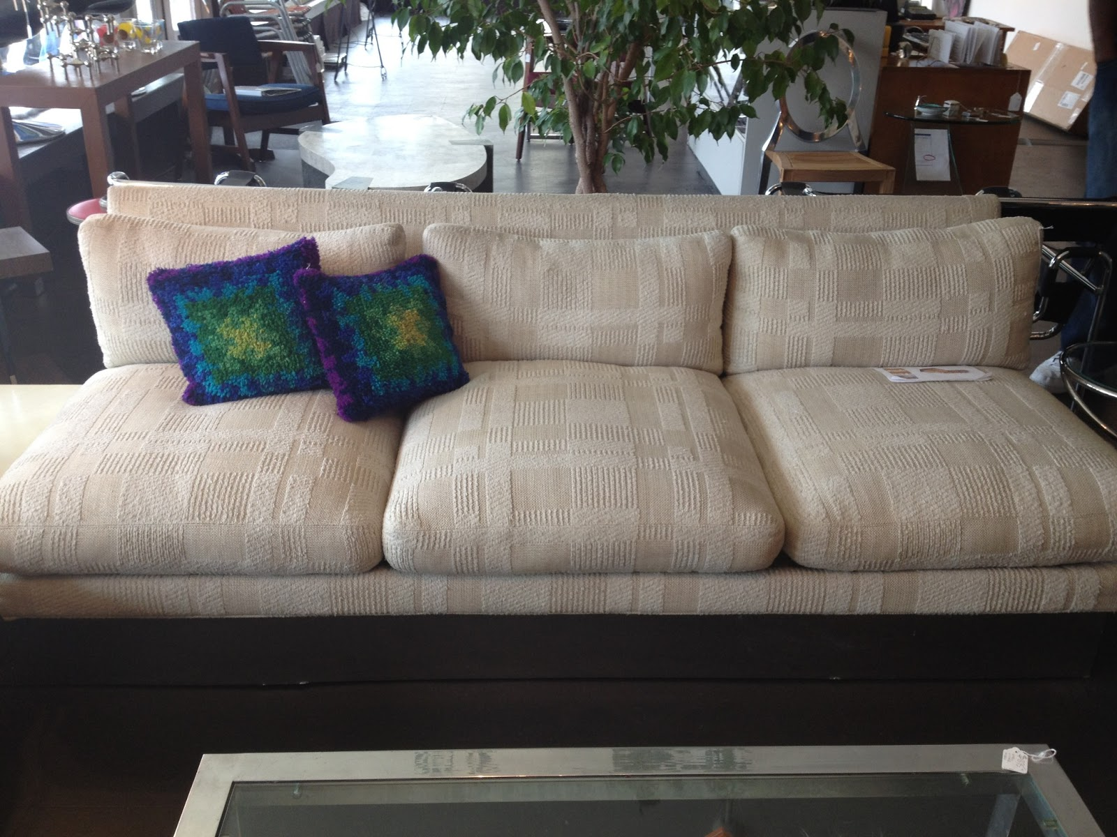 Chateau a gogo sexy milo sofayes or no for Sectional sofas yes or no
