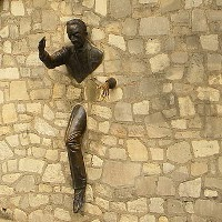 avoidnomore.org image - The Man Who Could Walk Through Walls, sculpture by Jean Marais, Paris - image by Britchi Mirela, commons.wikimedia.org