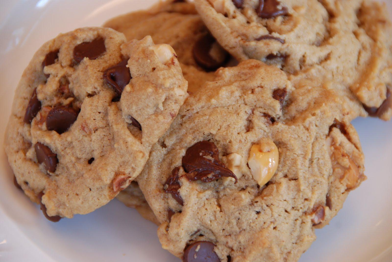 Simple Girl: Chunky Peanut, Chocolate and Cinnamon Cookies
