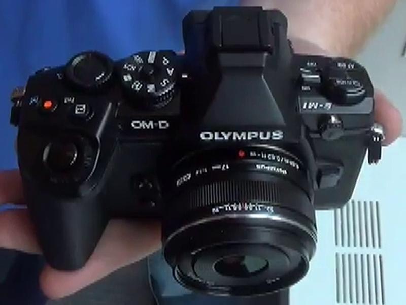 La Olympus OM-D E-M1 vista dall'alto