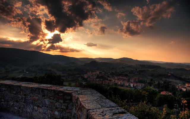 Atardecer en Toscana Region de Italia - Fotos de Italia