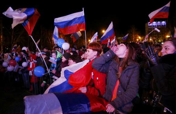 Người dân Crime ăn mừng sau khi sát nhập vào Liên bang Nga