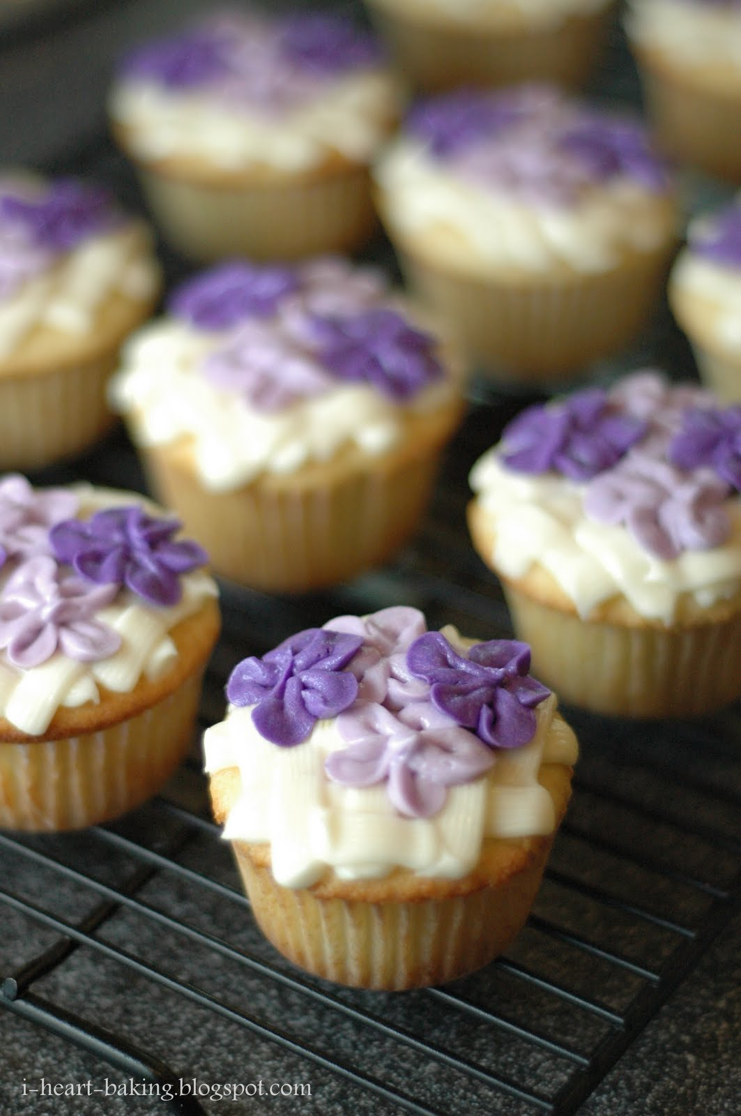i heart baking!: hydrangea cupcakes - lemon cupcakes with lemon