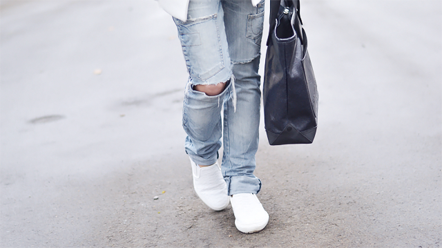 zara ripped jeans, boyfriend jeans, white slip ons, crocodile, marc by marc jacobs bag, casual outfit