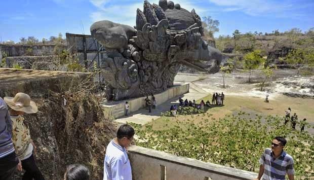Bangsa Amerika boleh bangga memiliki Patung Liberty yang tinggi patung dan landasannya men Beaches inward Bali; Garuda Wisnu Kencana Cultural Park