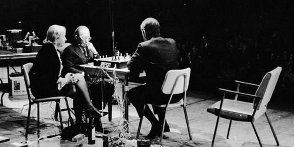 http://2.bp.blogspot.com/-VChn2NuZQko/UIwVMEnEUSI/AAAAAAAADck/UlHv1Y0je3U/s1600/john-cage-marcel-duchamp-chess.jpg