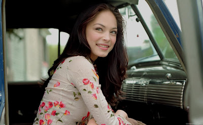 Kristin Kreuk Wallpaper-1600x1200-05