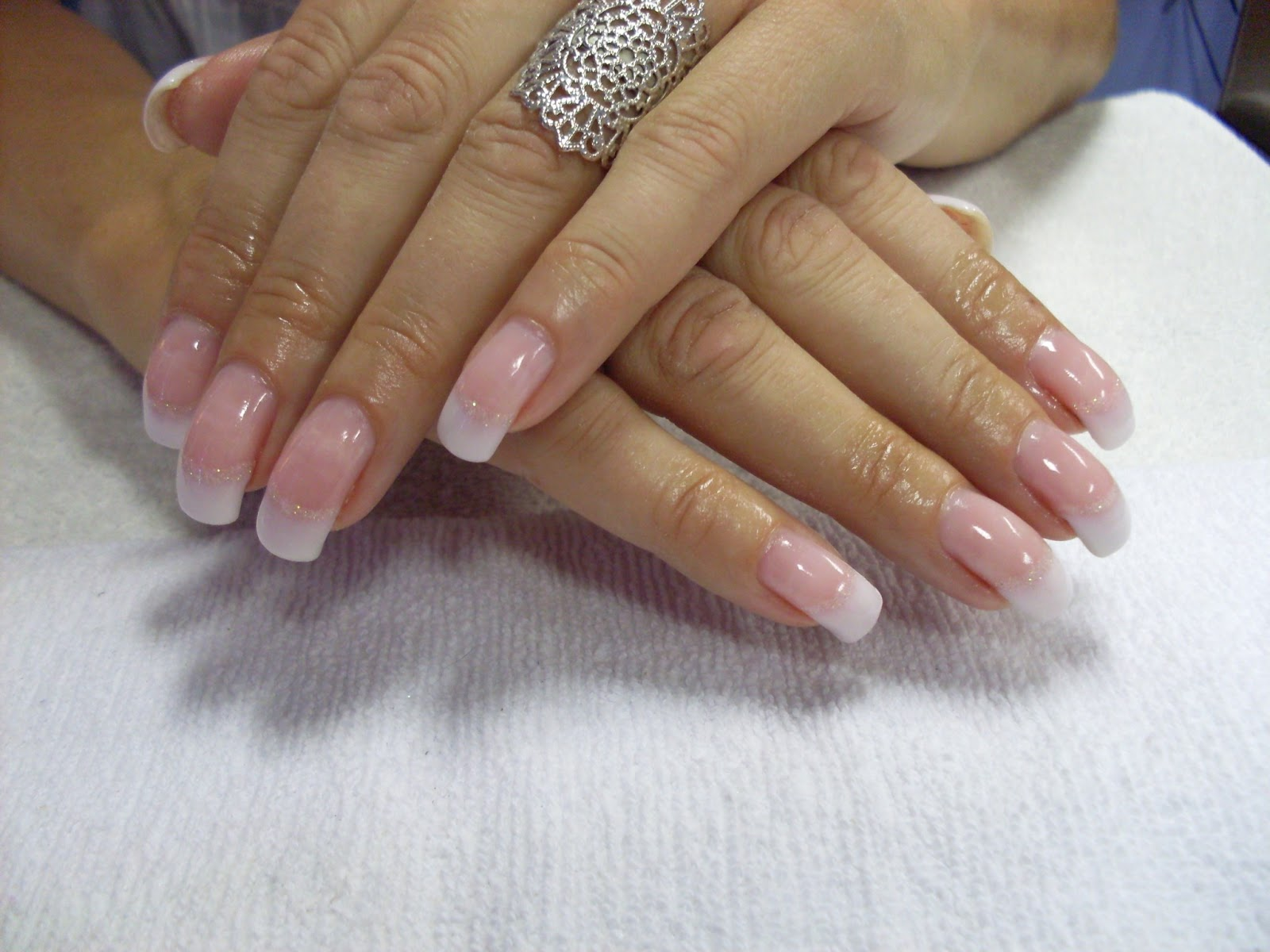 fadade franska naglar